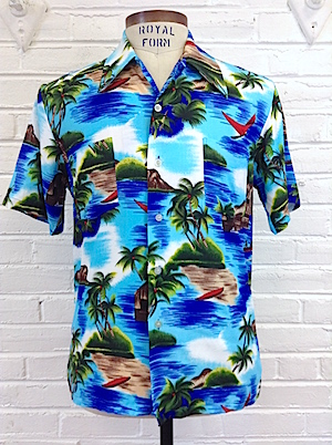 7c5de9ee (M) Vintage 70's Mens Hawaiian Shirt! Kayaks, Kites, Palm Trees and Ocean  All Around!